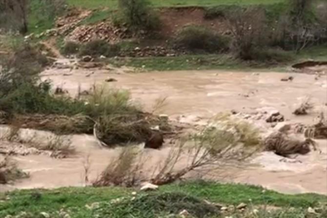 Gercüş'te aşırı yağış nedeniyle sel ve heyelan meydana geldi