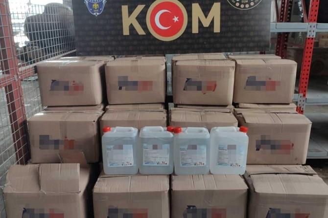 Adana'da bin litre gümrük kaçağı el dezenfektanı ele geçirildi