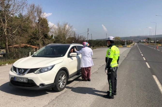 Manisa'da araç sürücülerinin Coronavirus'e karşı ateşleri ölçülüyor