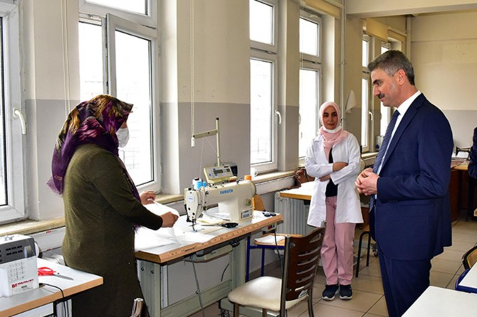 Malatya Valisi Baruş maske ve dezenfektan üretimi yapan liseleri ziyaret etti
