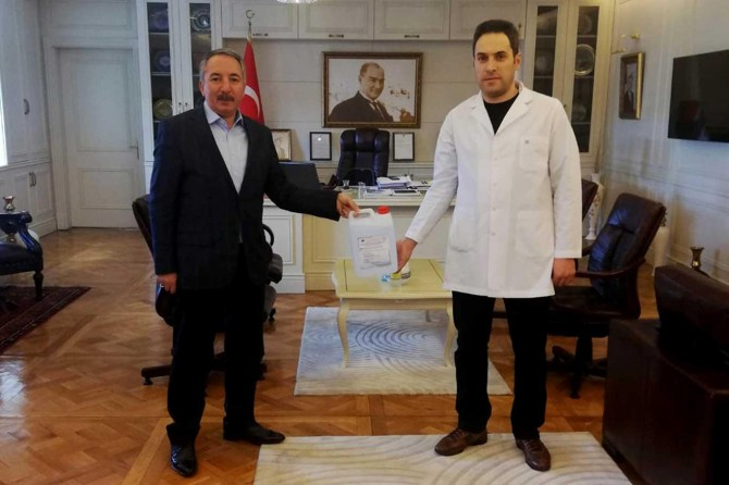 Ağrı İbrahim Çeçen Üniversitesi el dezenfektanı üretmeye başladı