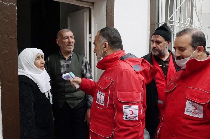 Diyarbakır'daki yaşlılara gıda yardımı