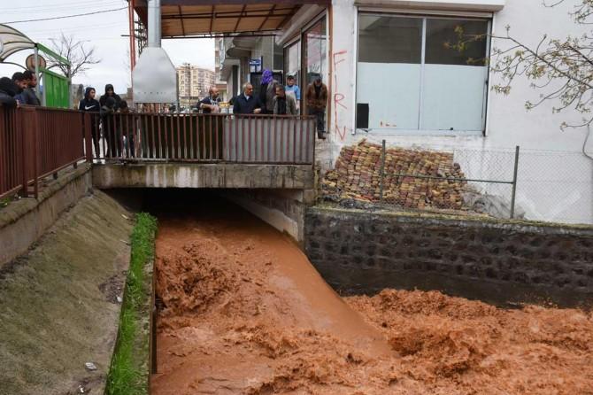 Hilvan Belediye Başkanı Bayık yağmurdan etkilenen yerlerde inceleme yaptı