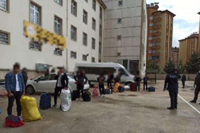 Gaziantep'te seyahat kısıtlamasına uymayan yolcular karantinaya alındı