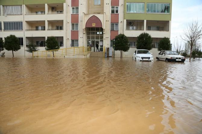 Diyarbakır'da TOKİ sakinleri her sağanak yağmur sonrası büyük mağduriyet yaşıyor