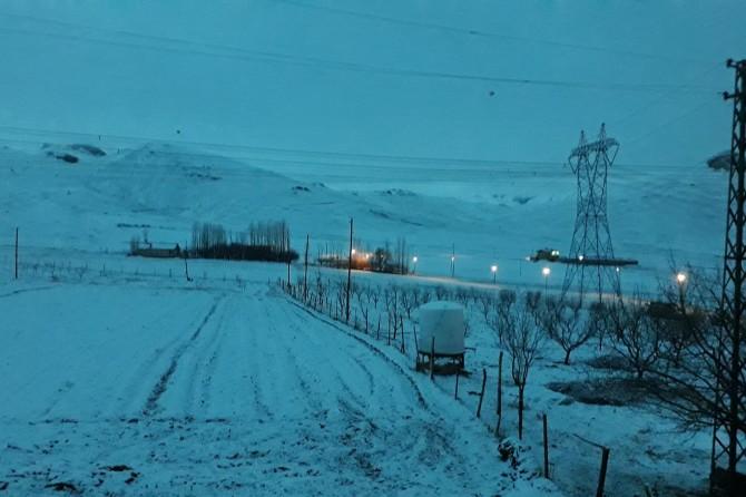 Van'da nisan ayında kar yağışı görüldü