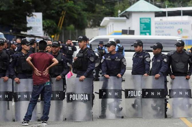 Orta Amerika'da Coronavirus önlemlerini ihlal eden binlerce kişi gözaltına alındı