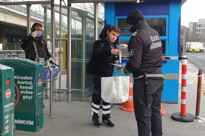 İstanbul'da, toplu ulaşımda maske dağıtılmaya başlandı