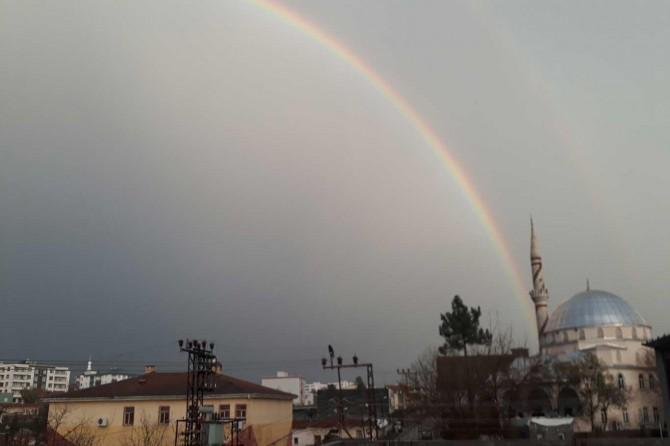 Diyarbakır semalarında seyirlik gökkuşağı oluştu