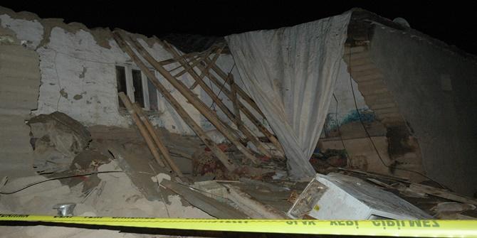 Çınar'da kerpiç ev çöktü 2 kardeş hayatını kaybetti