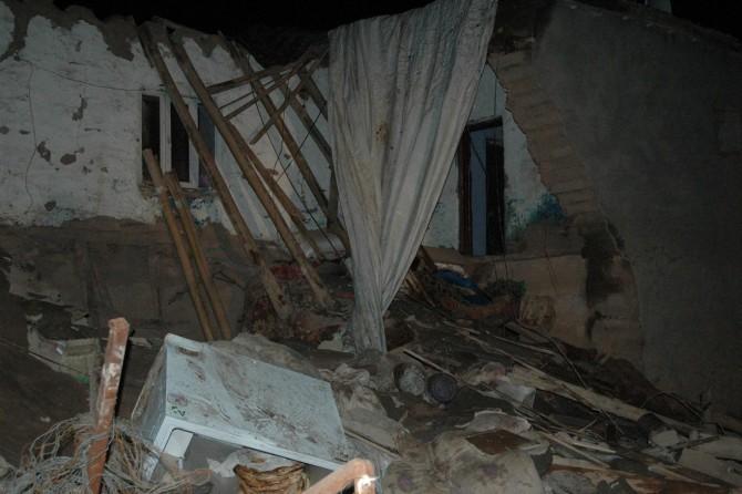 Li Diyarbekirê maleke bi kerpîç hilweşîya: 7 bira di bin malê de man
