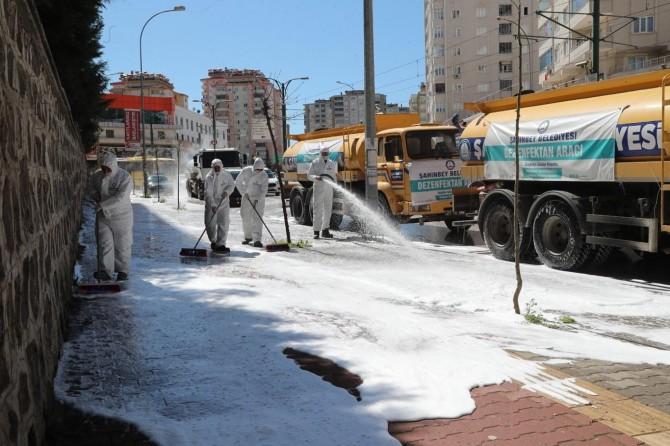 Gaziantep'te sokak ve caddeler yıkanarak dezenfekte ediliyor