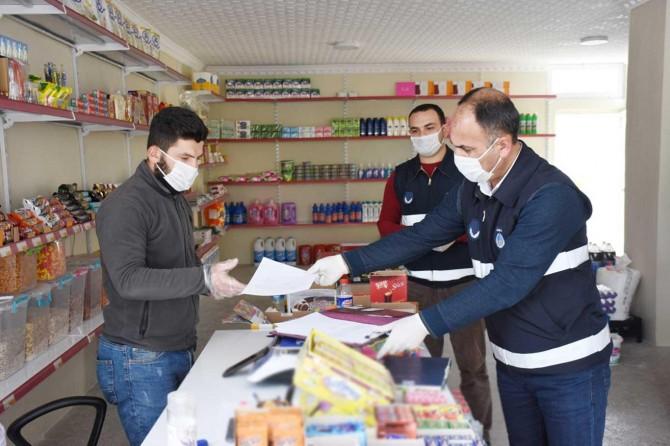 Hilvan Belediyesi işyerlerine maske dağıttı