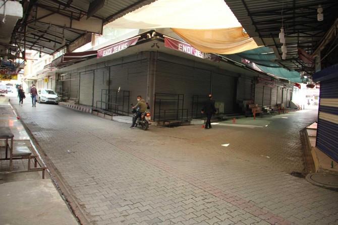Kapatılan Adana Seyhan çarşı esnafı mağduriyetlerinin giderilmesini istiyor