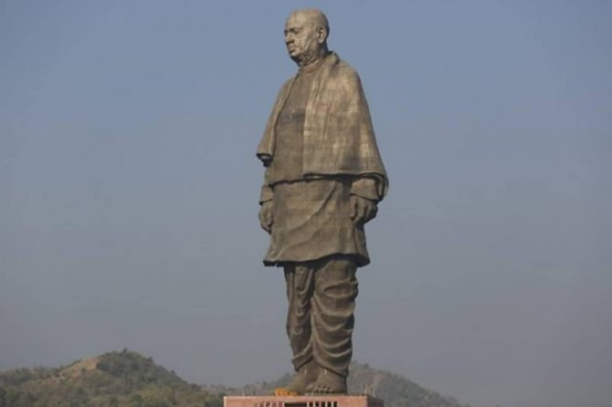 Dolandırıcılar Hindistan'daki dünyanın en büyük heykelini satılığa çıkardı!