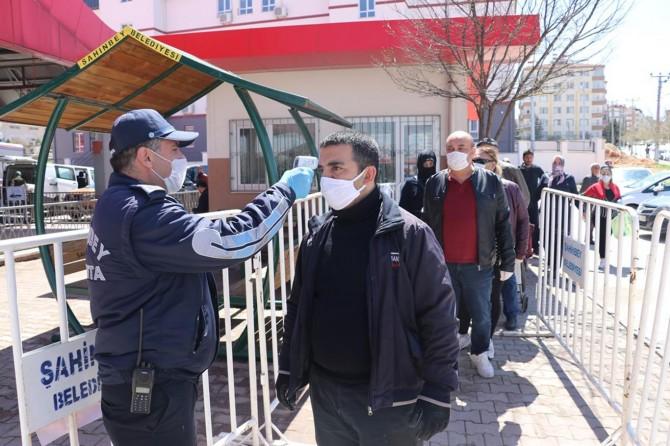 Gaziantep'te maskesi olmayan vatandaşlar pazara alınmadı