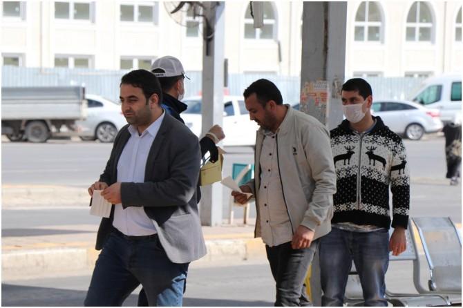 Şanlıurfa'da vatandaşlara ücretsiz maske dağıtıldı