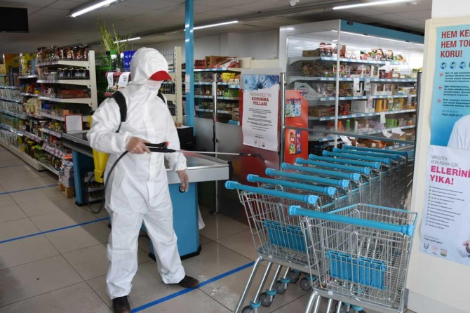 Hilvan Belediyesinin işyeri ve çoklu konutlarda dezenfekte çalışmaları sürüyor