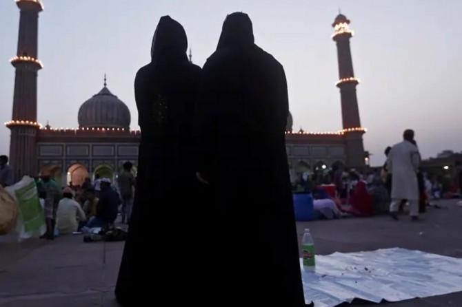 Mısır'da, Coronavirüs salgını nedeniyle toplu iftar, teravih ve itikaf yasaklandı