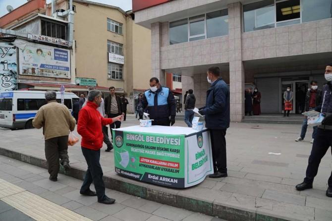 Bingöl Belediyesinden vatandaşa ücretsiz maske dağıtımı