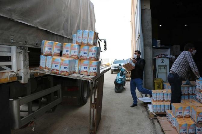 Umut Kervanı'ndan İdlib'e 3 TIR insani yardım