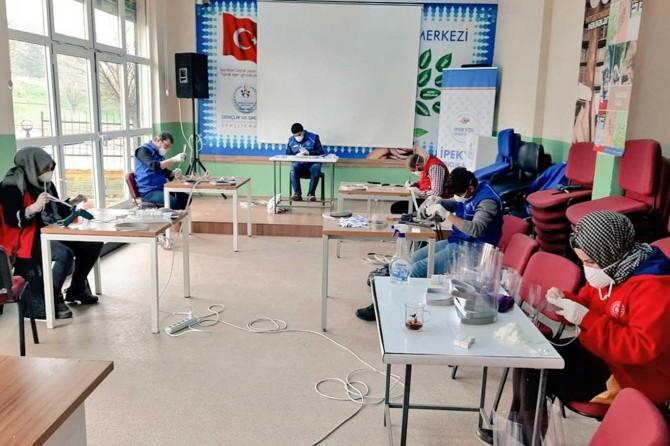Şanlıurfa'da Gençlik Merkezleri siperlik maske üretmeye başladı
