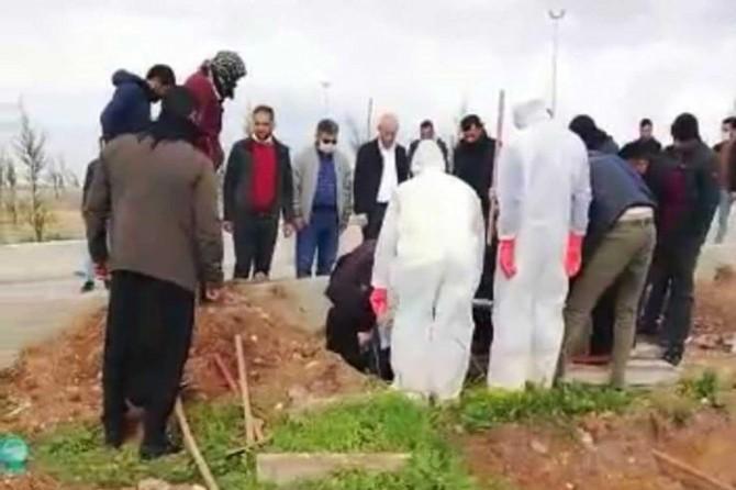 Şanlıurfa'da Covid-19 nedeniyle vefat eden yaşlı adam son yolculuğuna uğurlandı