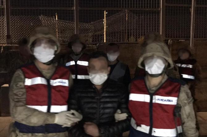 Siirt'te bir vatandaşın bahçesinden 4 ton hurda çalan şahıslar yakandı
