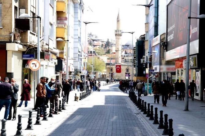 Gaziantep'te Covid-19 nedeniyle bazı caddeler araç trafiğine kapatıldı