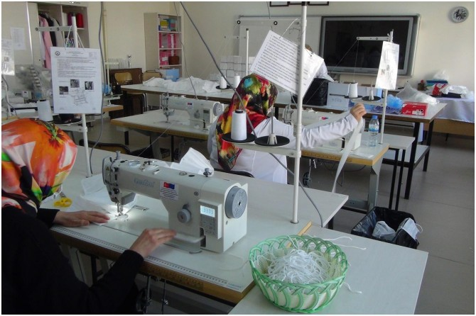 Adıyaman'da MEB'e bağlı okullarda gönüllü maske üretimi devam ediyor