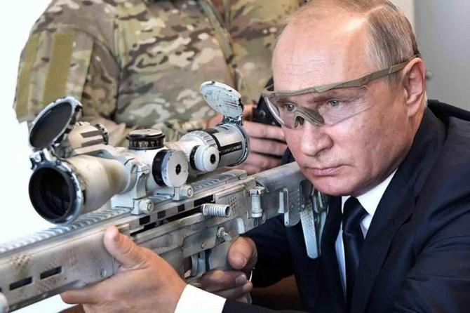 Putin: Yerli silahları Suriye'de test ederek deneyim kazandık