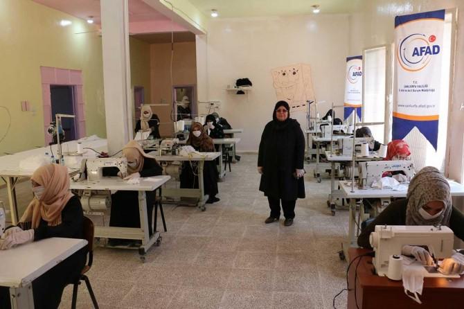Resulayn'da kadınlar günde bin adet maske üretiyor