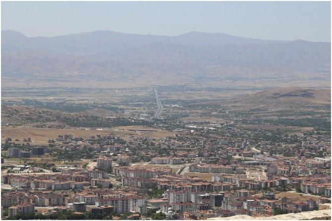 Baskil'e bağlı Gemici köyü ile Sivrice'ye bağlı Hazar Mahallesi karantinaya alındı