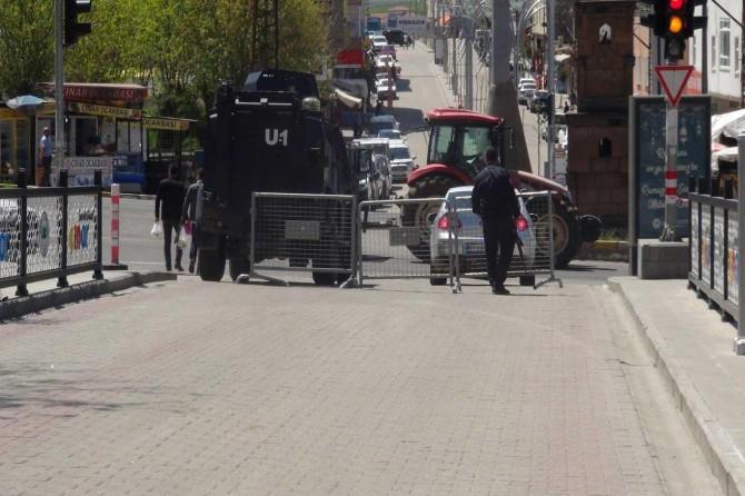 Çınar'da bazı caddeler Coronavirüs salgını nedeniyle trafiğe kapatıldı