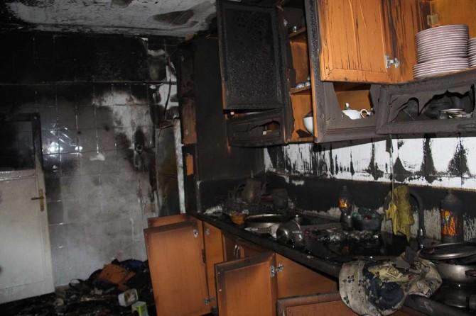 Diyarbakır Bağlar Hatboyu'nda evi yanan aile yardım bekliyor