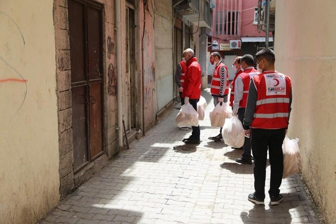 """Diyarbakır Kızılay Şube Başkanı Işık: """"Kentte 10 bin ekmek dağıtacağız"""""""