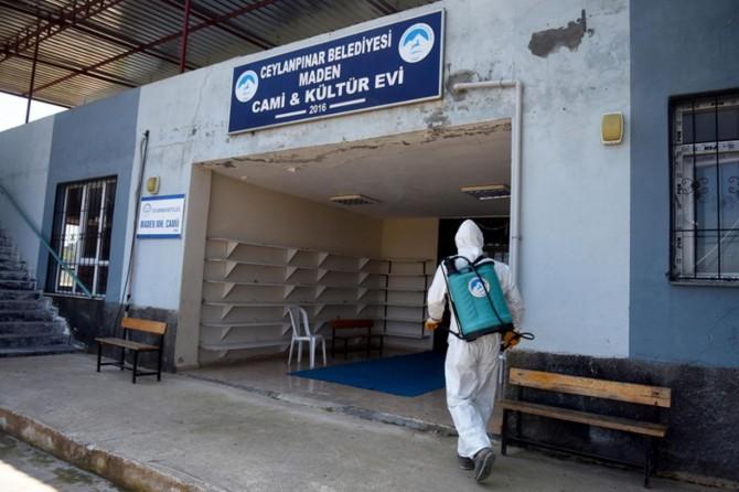 Ceylanpınar'da karantinaya alınan mahalle ilaçlandı