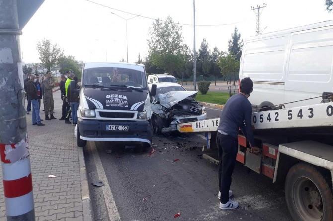Çınar'da 3 aracın karıştığı zincirleme kazada 1 kişi yaralandı