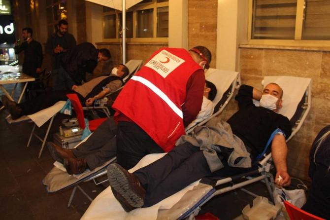 HÜDA PAR Bağlar İlçe Teşkilatı, Kızılay'a kan bağışında bulundu