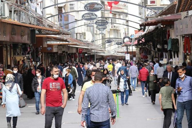 Normalleşme yanlış anlaşıldı, halk çarşı pazarları doldurdu
