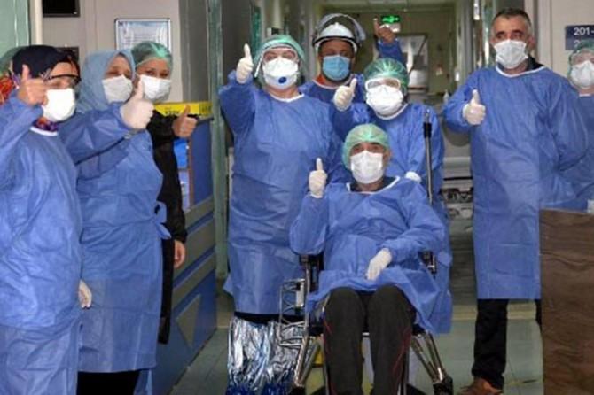 69 yaşındaki Coronavirus hastası 46 günlük tedavisinin ardından şifa buldu
