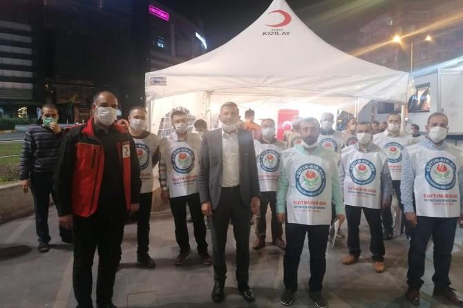 Eğitim Bir-Sen üyeleri Kızılay'a kan bağışında bulundu