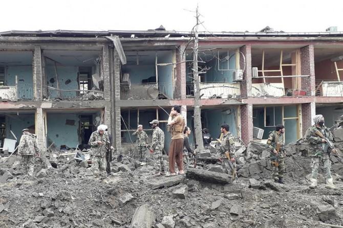 Afganistan'da bombalı araçla askeri binaya saldırı: 6 ölü 20 yaralı