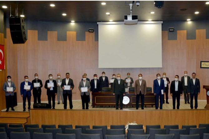 Bingöl Üniversitesinde Tashihi Huruf kursunu bitiren 38 kursiyere belgeleri verildi