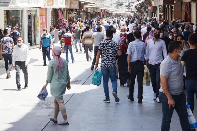 Gaziantep'te bayram öncesi çarşılarda oluşan yoğunluk dikkat çekti