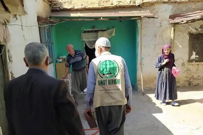 Umut Kervanı Ergani'de ihtiyaç sahiplerini sevindirdi