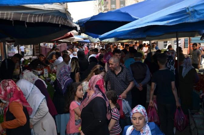 Diyarbakır'da yasak öncesi pazarda yoğunluk oluştu