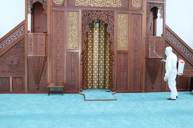 Ağrı'da ibadete açılacak camiler dezenfekte ediliyor