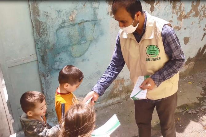 Mardin Umut Kervanı yetimlere bayram harçlığı verdi