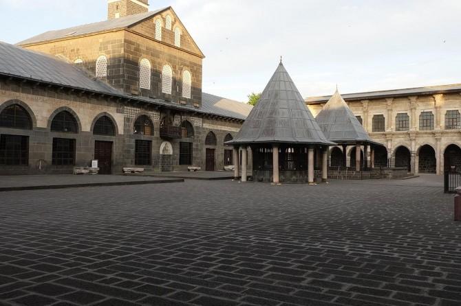 Covid-19'dan dolayı Diyarbakır'da camilerde bayram namazı ihya edilemedi